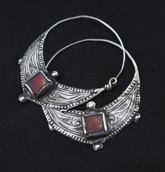 Berber Earrings - Ida ou Nadif - ethnic jewels These look like they're heavy.. But they're so pretty!