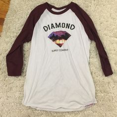 Diamond supply co. 3/4 logo tee size medium This shirt is so soft and so versatile! You could wear it to the gym, to school or just to lounge around the house. Super cute too! ✨ Diamond supply company Tops