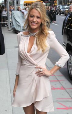 Love the effortless, half-up do coiffure styles hair styles, blake lively h Party Hairstyles, Wedding Hairstyles, Blake Lively Hair, Prom Hair Updo, Updo Hairstyle, Bohemian Hairstyles, Half Updo, Wedding Hair And Makeup, Body