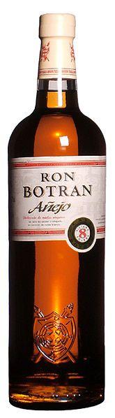 Español: Botella de Ron Botrán Añejo. Hecho en Guatemala con mieles vírgenes de caña de aúcar y añejado en barricas de roble blanco.