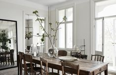 The Home of The Owners of Artilleriet, Sweden | Style&Minimalism Shabby Chic Dining Room, Chic Living Room, Shabby Chic Homes, Shabby Chic Decor, Rustic Wood Furniture, Shabby Chic Furniture, Casas Shabby Chic, Living Room Remodel, Home Interior