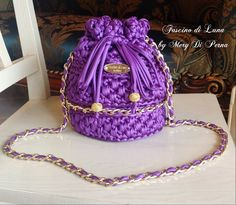 Amazing crochet handbags from Italian designer Fascino di Luna Creazioni Hand Made. Facebook Instagram