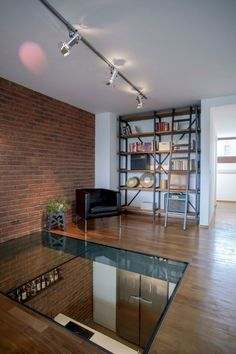 le sol en verre, un vrai hit dans l'aménagement contemporain, idée pour le plancher dans le salon
