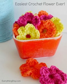 The Easiest Crochet Flower Pattern Ever! - EverythingEtsy.com ❁•Teresa Restegui http://www.pinterest.com/teretegui/•❁