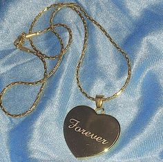 Exceptional A Gold Chain for Men Makes The Perfect Gift Ideas. Exhilarating A Gold Chain for Men Makes The Perfect Gift Ideas. Angel Aesthetic, Blue Aesthetic, Aesthetic Grunge, Aesthetic Vintage, Aesthetic Fashion, Looks Hippie, Art Blue, Piercings, Bijou Box