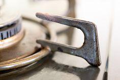 掃除前の五徳 Cleaning Hacks, Bottle Opener, Easy, House, Home, Haus, Cleaning Tips, Bottle Openers, Houses