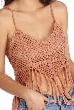Aprendiendo A Hacer Tops De Grannys ¡¡ Super Sexys ! Débardeurs Au Crochet, White Crochet Top, Crochet Summer Tops, Crochet Halter Tops, Crochet Fringe, Crochet Bikini Top, Crochet Woman, Crochet Blouse, Diy Crafts Crochet