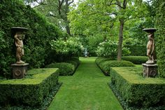 : Formal garden design and also small formal gardens and also modern garden ideas and also garden design ideas Boxwood Garden, Garden Hedges, Topiary Garden, Garden Landscaping, Garden Grass, Garden Park, Landscaping Design, Formal Gardens, Outdoor Gardens