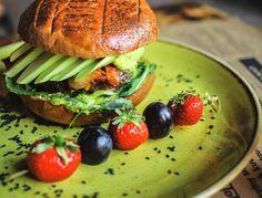 Burger, streetfood, food, strawberry, avocado