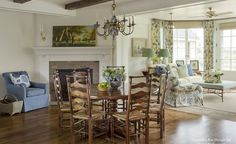 Traditional Style Homes, Traditional Kitchen, Cottages And Bungalows, Country Dining Rooms, Farmhouse Design, Country Farmhouse, Modern Farmhouse, Dining Room Design, Dining Decor