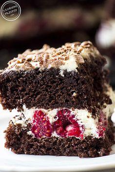 Share Tweet Pin Mail Poszukujecie przepisu napyszny tort z malinami i mascarpone? Oto on: 2 blaty czekoladowe, maliny i bita śmietana z mascarpone. Proste? ...