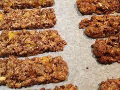 Recette de cuisine Marmiton Healthy Bars, Healthy Sweets, Healthy Snacks, Healthy Recipes, Granola Barre, Vegan Granola, Kitchen Recipes, Yummy Snacks, Kids Meals