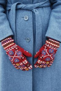 Estonian traditional knitting, knitted by Kisti Everst, December 2015 Loom Knitting For Beginners, Embroidery For Beginners, Wool Gloves, Knitted Gloves, Knitting Projects, Knitting Patterns, Cozy Fashion, Winter Fashion, Knit Mittens