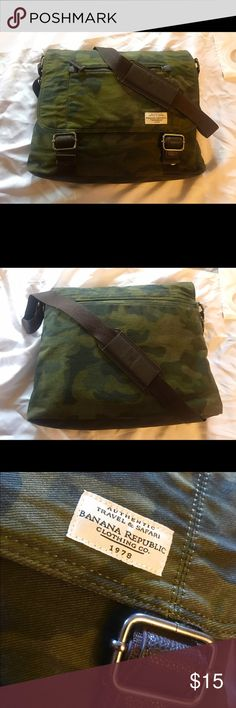 """Banana Republic messenger bag Almost new great shape camouflage messenger bag will fit up to a 15"""" laptop with cushion slot for it Banana Republic Bags Crossbody Bags"""