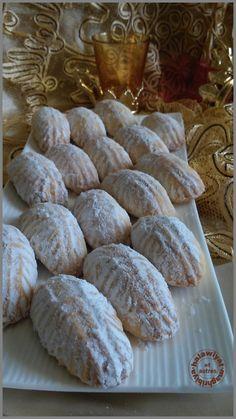 """BONJOUR TOUT LE MONDE! Voila une délicieuse gourmandise orientale que j'ai déniché chez notre amie Oumleila au forum """"petits bonheur pâtissier """" et vous trouverez la recette sur son blog je vous mettrais le lien en bas de l'article! Oumleila a farci ces... Cake Mix Cookies, Xmas Cookies, Biscuit Cookies, Arabic Sweets, Arabic Food, Maamoul Recipe, Breakfast Crepes, Kinds Of Cookies, Pastry And Bakery"""
