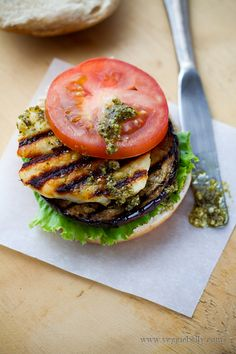 Here is a vegetarian grilled eggplant, halloumi and pesto burgers recipe that ev. Here is a vegetarian grilled eggplant, halloumi and pesto burgers recipe that even meat lovers will go crazy for. Vegetarian Grilling, Healthy Grilling Recipes, Vegetarian Recipes, Easy Recipes, Vegetable Recipes, Healthy Meals, Delicious Recipes, Easy Meals, Tasty