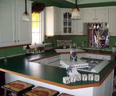 i painted my ugly formica counters to look like faux granite, countertops, kitchen design, painting, This was the countertops BEFORE yup hunter green formica with fancy wood trim LOL