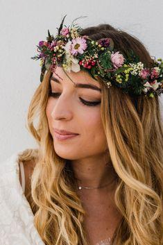 Las tendencias en maquillaje nupcial apuntan hacia propuestas muy naturales, descubre más.  #bodas  #bodasnet #novios #noviasespaña #bodaespaña #noscasamos #amor #españa #spain #es #novia2018 #novia2019 #pinespaña #espana #inspiración #decoraciondeboda #boda2019 #maquillaje #belleza #labios #sombra #eyeline #maquillajedenovia #maquillajesutil #makeup #natural #tendencias2019 #2019 Make Up Bride, Pink, Fashion, Blonde Bride, Brunette Bride, Daytime Wedding, Brides, Subtle Makeup, Natural Wedding Makeup