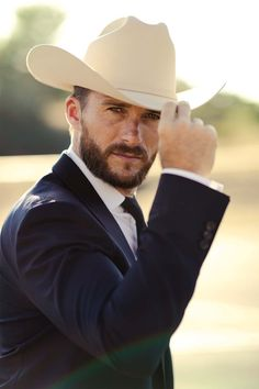 Hot Country Boys, Country Style, Mens Facial, The Longest Ride, Cowboys Men, Famous Men, Suit And Tie, Actor Model, Vintage Man