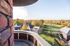 Vanuit Dormio Hotel de Prins van Oranje, dat is gelegen op Dormio Resort Maastricht, heb je een prachtig uitzicht over het Limburgse landschap, het resort of het gezellige Wilhelmus. Outdoor Furniture, Outdoor Decor, Resorts, Home Decor, Decoration Home, Room Decor, Vacation Resorts, Beach Resorts, Vacation Places