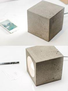 Lampe béton avec un design fonctionnel simple. Vous pouvez utiliser nimporte quel côté comme une base et une lumière directe de la valeur de différentes