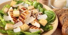 The Big Diabetes Lie- Recipes-Diet - Salade caesar au poulet et au parmesan : www.fourchette-et. Doctors at the International Council for Truth in Medicine are revealing the truth about diabetes that has been suppressed for over 21 years. Ceasar Salad, Chicken Caesar Salad, Salad Dressing Recipes, Salad Recipes, Healthy Recipes, Beet Salad With Feta, Recetas Puertorriqueñas, Asian Chicken Salads, Parmesan Crusted Chicken
