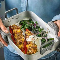 Biber Dolmasi (gefüllte Paprikaschoten) mit Spinat und Joghurt Cooking Recipes, Healthy Recipes, Healthy Food, Chicken Wings, Low Carb, Food And Drink, Meals, Ethnic Recipes, Desserts