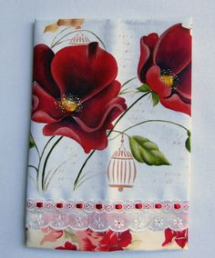Pano de prato em tecido de algodão(não é sacaria)pintado á mão com barrado de tecido decorado e bordado inglês com passa fita.Ideal para presentear ou enfeitar sua cozinha.