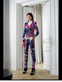 Celebrities who wear, use, or own Balmain 2012 Pre-fall Jacket. Also discover the movies, TV shows, and events associated with Balmain 2012 Pre-fall Jacket. Hi Fashion, Couture Fashion, Fashion Design, Fashion Weeks, Pierre Balmain, Balmain Clothing, Fall Jackets, Fashion Show Collection, Mafia