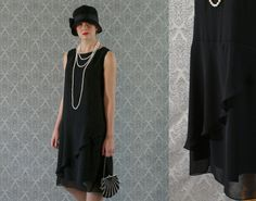 Elegant black flapper dress, with chiffon, ruffled skirt detail, Great Gatsby… Moda Charleston, Vestido Charleston, Charleston Dress, 1920s Party Dresses, Roaring 20s Dresses, Great Gatsby Dresses, 1920s Dress, Vestidos Gran Gatsby, Black Flapper Dress