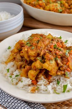 Create this delicious and flavoursome Syn Free Chicken and Cauliflower Curry in your own home for the perfect Indian Fakeaway Meal. Perfect cooked stovetop, in an Instant Pot (Pressure Cooker) or Slow Cooker (crockpot).