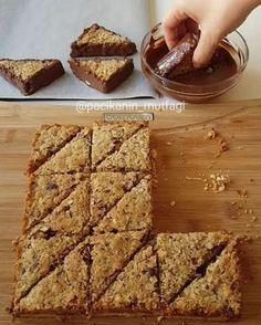 """8,997 Beğenme, 101 Yorum - Instagram'da Merve Ünal (@pacikanin_mutfagi): """"Hayırlı geceler Nefis bir tarifim var Bol fındıklı çok lezzetli bir kurabiye Alt kısmı…"""""""