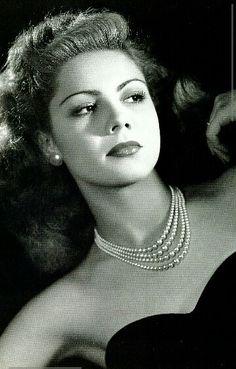 Lilia Prado (1928 - 2006) Fue una actriz mexicana, considerada una de las grandes actrices de la Época de Oro del Cine Mexicano.
