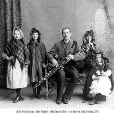 1904 photo of tin whistle players and uillean piper
