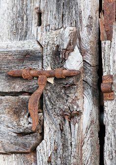 Rust and aged wood. Things that went through time and weathered the elements. Old Doors, Windows And Doors, Door Knobs And Knockers, Door Detail, Door Accessories, Rusty Metal, Door Locks, Weathered Wood, Wabi Sabi