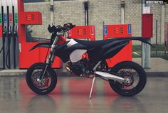 KTM 250 EXC Supermoto – Blacked out | DERESTRICTED