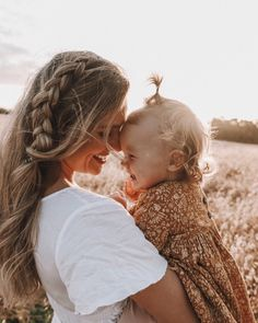 Mommy Daughter Pictures, Dad Pictures, Toddler Pictures, Mother Daughter Outfits, Aaliyah Pictures, Family Portrait Outfits, Family Photo Outfits, Mom Daughter Photography, Family Photography