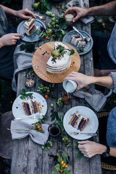 gluten-free elderberry pear hazelnut cake (and a nutsandwoods cake stand)