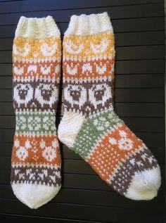 Knitting Socks, Mittens, Villa, Fashion, Hama, Sock Knitting, Knitting And Crocheting, Fingerless Mitts, Knit Socks