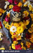 shiv ling with flowers Projects To Try, Wreaths, Halloween, Flowers, Image, Home Decor, Decoration Home, Door Wreaths, Room Decor