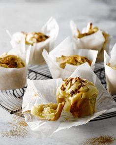 Deze muffins met appel en kaneel zijn hartverwarmend tijdens de winterdagen. Je maakt dit zoete gebak in een handomdraai. Probeer ze ook eens als ontbijt!