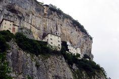 Un'escursione al Santuario della Madonna della Corona, una salita verso uno dei luoghi più suggestivi del Veneto Madonna, Lake Garda, Northern Italy, Trekking, Serenity, Trip Advisor, Mount Rushmore, Cathedral, Hiking