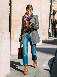 Street Style Oversized blazer / street style fashion / Fashion week you can find similar pins . Outfit Jeans, Blazer Outfits, Jean Outfits, Casual Outfits, Blazer Jeans, Denim Jeans, Cropped Jeans, Grey Blazer Outfit, Jacket Jeans