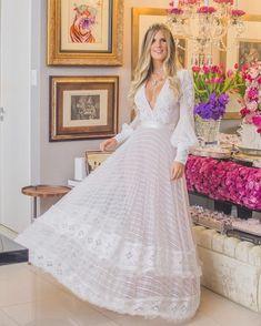 Um sonho... nossa cliente @moniquembarreto brilhando no seu dia especial! | A dream... our client @moniquembarreto shining at her special… Wedding Bells, Wedding Day, Ladylike Style, Evening Gowns, Wedding Planning, Party Dress, White Dress, Fashion Outfits, Bride