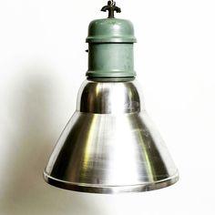 Industrial lamp aluminium & metal from 70's  #vintage #modernism #interiordesign #loft #design #lamp #lighting #antiquariato #modernariato #lampadario #chandelier #spazio900design #midcentury #style #instacool #industrialdesign
