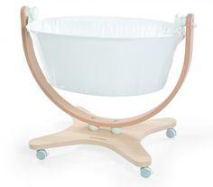 Conception unique et confort optimal vous sont proposés afin de permettre à votre bébé une évolution saine et agréable. Toute l'ingéniosité de Mamix design est affiché dans ce berceau à la mode italienne.