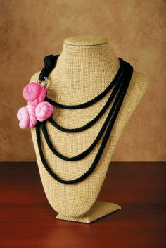 I think I like the linen necklace stand better than black velvet, at least for picture taking.