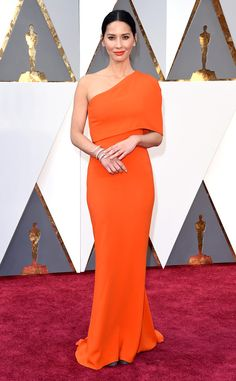 Olivia Munn glowed in Stella McCartney at the Oscars.