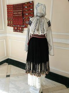 Hungarian Embroidery, Folk Embroidery, Learn Embroidery, Modern Embroidery, Embroidery Patterns, Machine Embroidery, Folk Costume, Costumes, Antique Quilts