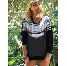 ❤️Lovable @eleonorabrunacci  We always love her #elegance She's wearing the #blackpalace sweatshirt. You can get it on www.nohowstyle.com
